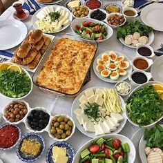 Fougassettes of Grasse - Healthy Food Mom Breakfast Presentation, Food Presentation, Breakfast Platter, Breakfast Buffet, Cooking Recipes, Healthy Recipes, Healthy Food, Food Displays, Food Decoration