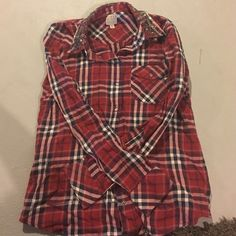 Guess flannel Guess button up flannel Guess Tops Button Down Shirts