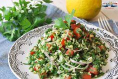 Tabbouleh este una dintre cele mai faimoase salate libaneze. Si nu intamplator. Pentru ca este o super salata, aromata, crocanta, racoritoare si sanatoasa. Vedeta este modestul patrunjel, folosit de cele mai multe ori doar pentru a condimenta alte feluri de mancare. De obicei salata libaneza de patrunjel se serveste ca si gustare (mezze), langa un hummus, pasta de masline si lipii, dar este excelenta si ca ganitura langa un peste la gratar, porc sau miel la cuptor.  Se face din ingrediente… Lebanese Recipes, Couscous, Guacamole, Cabbage, Vegetables, Cooking, Quinoa, Ethnic Recipes, Ice Cream