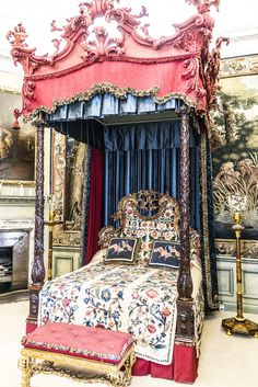 Burghley House, near Stamford, Lincolnshire, England. Blue Silk Bedroom. Casa Burghley 21
