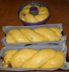 Cozonac pufos cu umplutura de nuca Romanian Desserts, Romanian Food, Romanian Recipes, Pastry And Bakery, Bread And Pastries, Cake Recipes, Dessert Recipes, Sweet Dough, Snacks