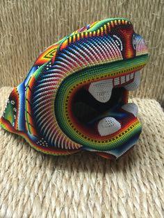 Un favorito personal de mi tienda Etsy https://www.etsy.com/mx/listing/462125293/cabeza-de-jaguar-forrada-con-chaquira