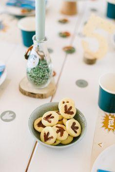 Kuchen und Kekse Dino Geburtstag Breakfast, Food, Delicious Snacks, Game Ideas, Kid Games, Morning Coffee, Essen, Meals, Yemek