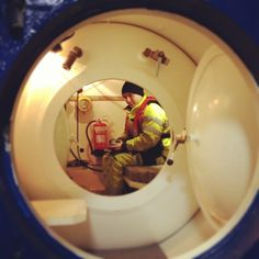 See the inside of a decompression chamber (hopefully not due to emergency!)