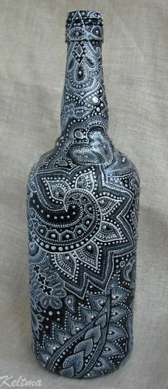 This is amazing! Wonder if we could incorporate this into art/social studies (Bottle Painting) Wine Bottle Art, Painted Wine Bottles, Wine Bottle Crafts, Bottles And Jars, Jar Crafts, Decorated Bottles, Dot Art Painting, Altered Bottles, Pointillism