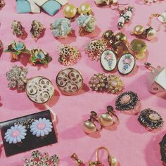 Stunning #vintagejewellery from yesterday's #vintagefair #yorkdoesvintage #britaindoesvintage #bdvoutandabout