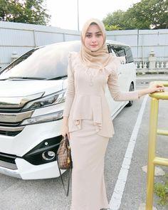 She have hot body 🔥 Muslim Dress, Kebaya Muslim, Beautiful Muslim Women, Beautiful Hijab, Kebaya Dress, Dress Outfits, Fashion Outfits, Fashion Ideas, Hijab Fashionista