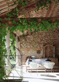 34 Refined Provence-Inspired Terrace Décor Ideas | DigsDigs