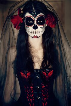 Create your own La Calavera Catrina Day Of the Dead Costume for Halloween Costume Catrina, Costume Carnaval, Halloween Makeup Sugar Skull, Sugar Skull Makeup, Halloween 2019, Fall Halloween, Halloween Costumes, Halloween Party, Sugar Skull Kostüm