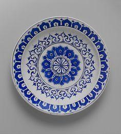 İznik, Dish with 'Kaleidoscope' Design