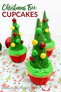 A fun and easy to make Christmas treat that will impress your guests - Christmas Tree Cupcakes #Christmastreat #cupcakes