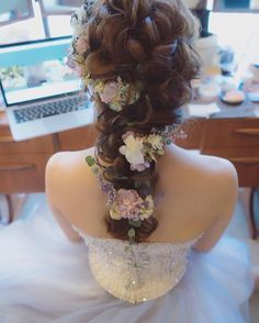 Romantic Bridal Updo With Veil Beautiful Ideas Curly Wedding Hair, Wedding Hair Flowers, Flowers In Hair, Bridal Updo With Veil, Bridal Hairdo, My Hairstyle, Bride Hairstyles, Bridal Makeup, Wedding Makeup
