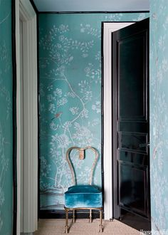 Proof That Chinoiserie Wallpaper Is Timeless