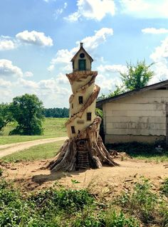 "foxesandfables: ""I went to an old family friends house this afternoon and they have the coolest faerie house ever! They had it carved from an old hollow tree at the end of their driveway and it even lights up at night 😍 "" Fairy Tree Houses, Fairy Garden Houses, Tree Carving, Wood Carving Art, Wood Carvings, Tree Stump Decor, Gnome House, Tree Sculpture, Fairy Doors"