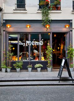 Chez Mémé, French restaurant, 124 rue Saint Denis 75002 Paris Plus Cafe Shop, Cafe Bar, Cafe Restaurant, Boutiques, Deco Cafe, Resto Paris, French Cafe, Paris Restaurants, Restaurants