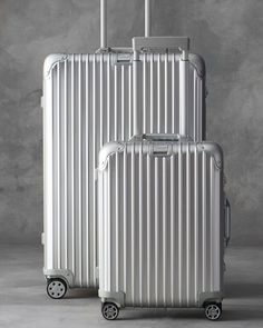 Rimowa Nordamerika Topas Silver 26 Multiwheel Gepäck - Bertina Schulze - Everythings About Fashion Rimowa Luggage, Travel Luggage, Travel Bags, Pink Luggage, Luggage Sets, Trolley Bags, Fendi Bags, Travel Wardrobe, Airport Style