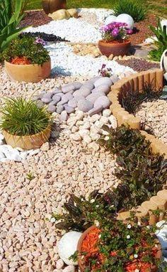 Jardin Moderne Avec Du Gravier Decoratif Galets Et Plantes