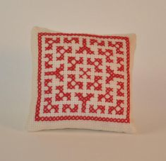 Hand embroidered pin cushion for your pins! Apr. dimensions 9 cm x 9 cm