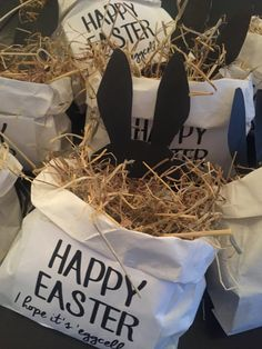 made Easter gifts Adorable Easter gift bags - Eventplanung Diy Gifts For Kids, Easter Crafts For Kids, Easter Gift Bags, Easter Traditions, Diy Easter Decorations, Easter Celebration, Hoppy Easter, Easter Party, Easter Baskets