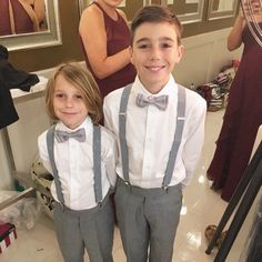 Gray pants and suspenders with navy bow ties Groomsmen Suspenders, Suspenders For Kids, Groomsmen Grey, Groomsmen Outfits, Bowtie And Suspenders, Wedding Outfit For Boys, Grey Suit Wedding, Wedding With Kids, Wedding Ideas