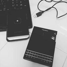 #inst10 #ReGram @desamazlo: #blackberry #z30 #passport #BlackBerryClubs #BlackBerryPhotos #BBer #BlackBerry #BlackBerryPassport #Passport #QWERTY #Keyboard #Luxury #LuxuryPhone #QWERTY