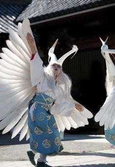 Danse du héron au Tokyo Jidai Matsuri festival Plus Japanese Kimono, Japanese Art, Geisha, Matsuri Festival, Japon Tokyo, Japanese Festival, Japanese Folklore, Art Japonais, Japanese Outfits
