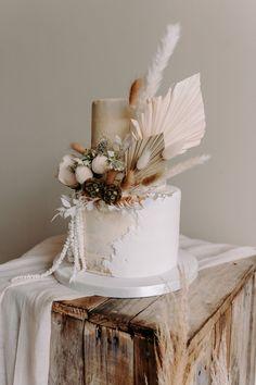 Pub Wedding, Boho Wedding, Dream Wedding, Wedding Day, Elopement Wedding, Perfect Wedding, Wedding Flowers, Unique Wedding Cakes, Wedding Cake Designs