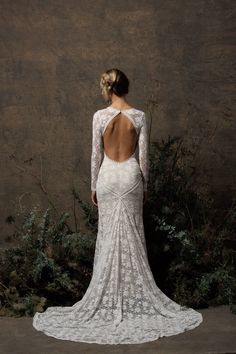 long-eleeves-backless-off-white-lace-wedding-dress-made-in-California