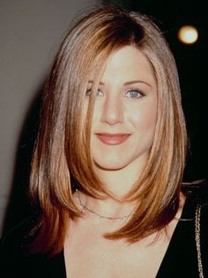 Jennifer Aniston's Best Hairstyles of All Time - 40 Jennifer Aniston Hair Cuts and Colors Jennifer Aniston 90s, Jennifer Aniston Hair Friends, Jennifer Aniston Hair Color, Jeniffer Aniston, Jennifer Aniston Pictures, Beauty Tips For Girls, Beauty Tips For Hair, Hair Beauty, 90s Haircuts