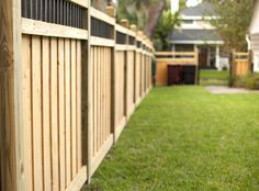 Wood capped board-on-board fence with custom topper Privacy Fence Landscaping, Wood Privacy Fence, Backyard Privacy, Backyard Fences, Fenced In Yard, Yard Fencing, Wood Fences, Backyard House, Big Backyard