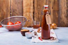 Keď ochutnáte tento domáci kečup, iný už chcieť nebudete   Záhrada.sk Agaves, How To Make Ketchup, Top Secret Recipes, Grill Design, How To Can Tomatoes, Bbq Grill, Corn Syrup, Hot Sauce Bottles, Chipotle