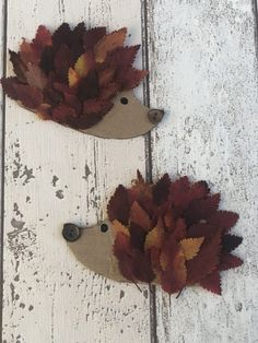 A super cute hedgehog craft for kids to make with autumn leaves Leaf Crafts Kids, Fall Crafts For Kids, Craft Activities For Kids, Projects For Kids, Preschool Learning, Learning Activities, Craft Ideas, Teaching, Autumn Leaves Craft