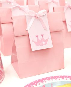 How cute are these DIY princess party bags. Perfect for a princess birthday party. These would match perfectly with my pink heart table confetti! Pink Princess Party, Princess Theme Birthday, Princess Party Favors, Princess Crowns, Birthday Diy, 3rd Birthday Parties, Birthday Party Favors, Birthday Party Decorations, Birthday Ideas