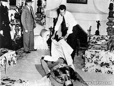 Benjamin Siegel laying in a bloody heap in Virginia Hill's living room.