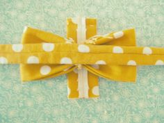Mick and Jess Swenson Family: DIY Bow-tie {For Babies}. Just tried it for cardmaking and it's nice and simple!