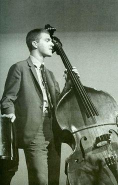 Rocco Scott LaFaro (3 de abril de 1936 – 6 de julio de 1961) fue un contrabajista de jazz norteamericano, formó parte del trío original de Bill Evans.  http://en.wikipedia.org/wiki/Scott_LaFaro  http://es.wikipedia.org/wiki/Scott_LaFaro  http://www.apoloybaco.com/scottlafarobiografia.htm