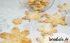 La recette des sablés au noisettes pour des Bredele de Noël simple à réaliser. Découpés avec des emporte-pièces flocons pour des biscuits de fête.