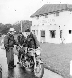 Classic Bikes, Vintage Motorcycles, My Ride, Old Pictures, Old School, Rockers, Cafe Racers, Culture, Antique Photos