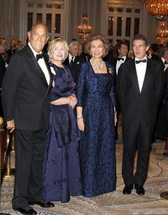 La Reina entrega a Antonio Banderas y Hillary Clinton las medallas de oro del Instituto Reina Sofía en Nueva York