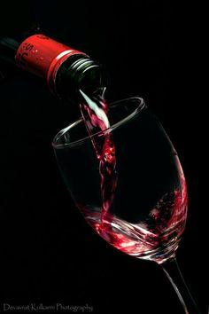Wein auf Schwarz - New Sites Glass Photography, Still Life Photography, Wine Painting, Vides, Wine Art, Wine Time, Jolie Photo, Wine And Spirits, Black Paper