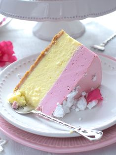 Cheesecake under strawberry foam Polish Desserts, Polish Recipes, No Bake Desserts, Delicious Desserts, Dessert Recipes, Tart Recipes, Cheesecake Recipes, Chocolates, Mousse Dessert