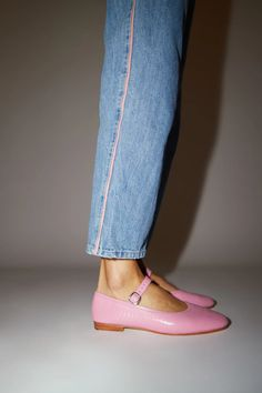Skinny Jeans Male Beatrix Flat in Bubblegum Croc. Skinny Jeans Male Beatrix Flat in Bubblegum Croc Cheap Skinny Jeans, Ripped Skinny Jeans, Leather Clogs, Cow Leather, Pink Fashion, Fashion Shoes, Shiny Shoes, Clog Boots, Mode Chic