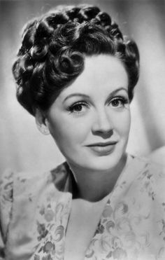 Phyllis Hannah MurrayHill ne Bickle 18 February 1915 8 October 2002 known professionally as Phyllis Calvert was an English film stage and television Classic Actresses, British Actresses, Classic Films, Hollywood Actresses, Old Hollywood Glamour, Vintage Hollywood, I Movie, Movie Stars, Jane Asher
