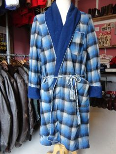 Vintage 1960s blue black white shadow plaid checked dressing gown robe smoking jacket large by TheDustbowlVintage on Etsy