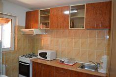 La Vila Radu ai la dispozitie bucatarie complet mobilata si utilata la fiecare etaj.   Vezi galerie foto: http://www.vilaradu.ro/galerie-foto/bucatarie/
