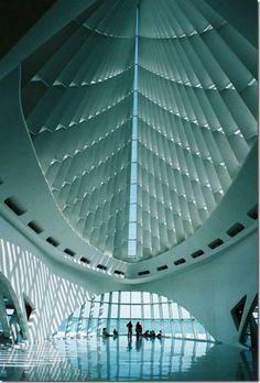 Milwaukee Art Museum Quadracci Pavilon by Santiago Calatrava Beautiful Architecture, Contemporary Architecture, Interior Architecture, Planetarium Architecture, Museum Architecture, Interior Design, Amazing Buildings, Modern Buildings, Milwaukee Art Museum