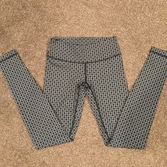 Lululemon Leggings Wunder Under Pants. Practically brand new. Worn no more than 2 times. Washed once. Ripped tag off because it's annoying. Perfect condition!! No trades. Please use offer button to neonate  cheaper through ️️& Ⓜ️erc lululemon athletica Pants Leggings