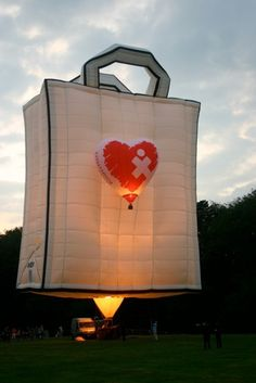 The Albuquerque International Balloon Fiesta - Special Shapes Search Flying Balloon, Air Balloon Rides, Hot Air Balloon, Balloons And More, Big Balloons, Albuquerque Balloon Fiesta, Air Ballon, Balloon Shapes, Balloon Flights