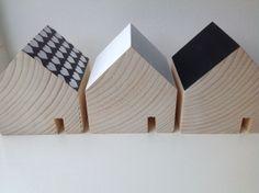 Little houses. Kleine houten huisjes als decoratie.