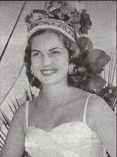 Penny Coelen, the 1958 Miss South Africa Beauty Pagent Winner. The History of Miss South Africa African Actresses, Megan Young, Miss Mundo, Beauty Consultant, Beautiful Inside And Out, Miss World, African Design, Beauty Pageant, African History